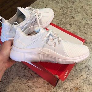 White Nike Acalme
